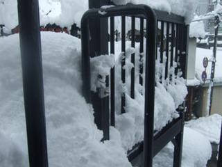20170211雪のベランダ.jpg